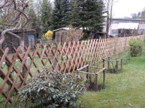 Jägerzaun - ein Zaun aus Holz